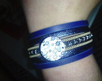 Blue faux leather blue and flower cabochon bracelet