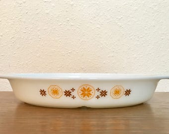 Vintage Pyrex Divided Casserole / Town and Country