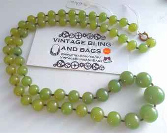63cm vintage 1980s necklace, green bead necklace, graduated bead necklace, graduated green necklace, vintage necklace, vintage green beads