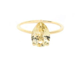 Pear Golden Beryl Ring in Yellow gold