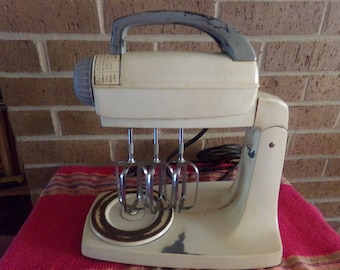 Vintage 1940's G E Stand Mixer 3 Beaters
