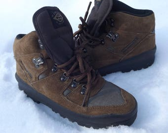 Merrell Boots Vintage Hiking Boots Merrell Hi Top Boots Womens Size 6.5 US 6.5 Boots Vintage Hiking Boots Winter Boots Womens Shoes Size 6.5