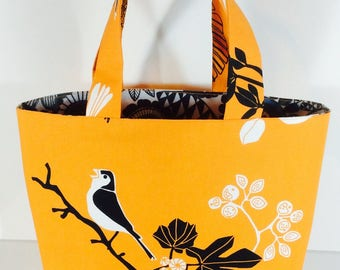 """""""Orange"""" lunch bag or lunch bag for carrying your lunch"""