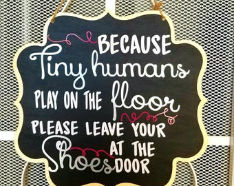 Remove shoes sign, take off your shoes sign, front door sign, no shoes sign, New mom gift basket, gift for mom, baby shower gifts, chalkboad