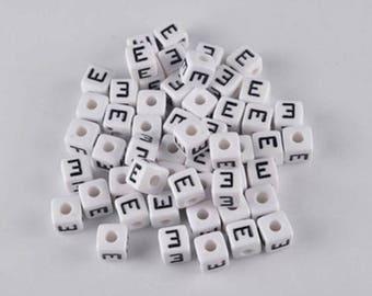 Set of 30 beads 10x10mm alphabet E letters