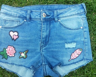 medium waisted summer shorts, hand-cut, h&m, iron on patches
