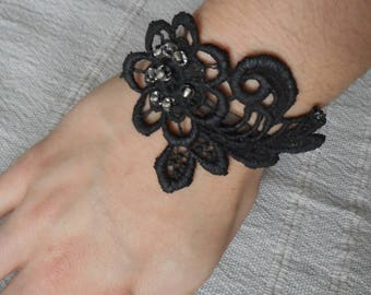Bracelet curb chain(chain bracelet) guipure of black lace, marriage, baroque and vintage style.