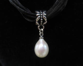 organza with white freshwater pearl necklace