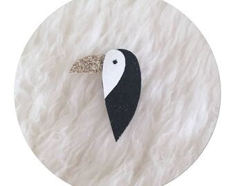 "brooch glitter ""toucan"" in white, black and gold sequined micro canvas"