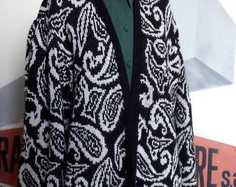 Black and white oversize jacket 80s Paisley print