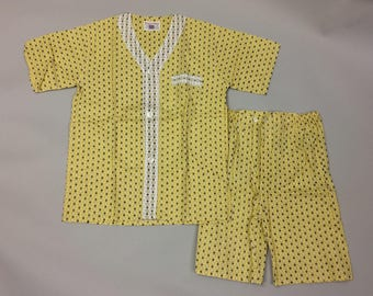 1950s 1960s Mid Century Vintage Mens | Young Sport Fashions | Yellow Print White Trim Pajama PJ Set Size B | Mint | Never Worn | Deadstock