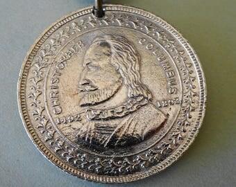 Vintage Christopher Columbus Coin Pendent Necklace Quadri-Centenial