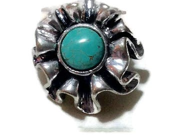 Vintage Silvertone and Turquoise Ruffled Look Ring