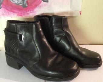 90's Black zip up boots