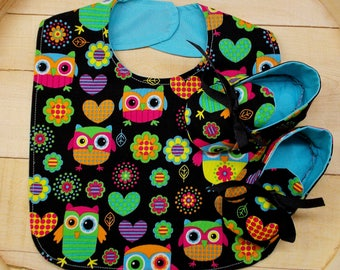 Whimsical Owl Print Infant Bib and Crib Shoes Set