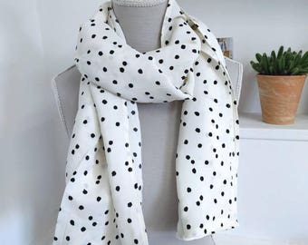 Cream scarf with polka dots