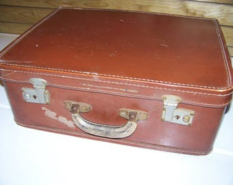 Cardboard laminated 40/60's vintage travel suitcase