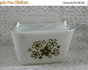 ON SALE Pyrex 501, Vintage Refrigerator Dish with Lid, Spring Blossom Refrigerator Dish, Pyrex 501B, 1-1/2 cup, Made in Usa, Avacodo Green a