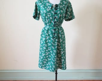 Vintage 1960's dress | 1960's floral dress | 1960's green dress | green floral dress | mod dress | peter pan collar | button up | sheath