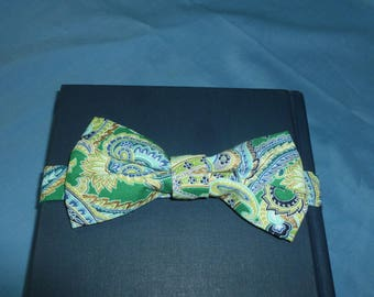 Green Paisley Bow Tie - 5 inch bow w/ adjustable band, green bow tie, pre tied bow tie, paisley tie, junior groomsmen tie, young sheldon