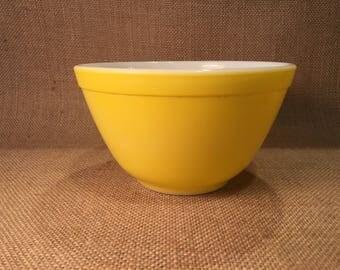 Pyrex 401 Yellow Mixing Bowl