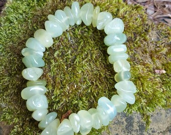 Chinese jade bracelet  - stone of good fortune, love and happiness, heart chakra bracelet