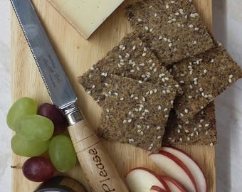 LOW CARB Linseed Crackers with various seeds - made with golden or brown-and-golden linseeds.