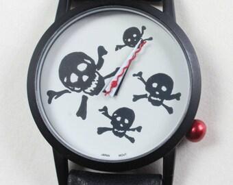 Retro Vintage Quartz Wrist Watch Skulls Cross Bones