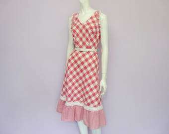 Eur 34 / US 4 / UK 6 // Vintage 60's cotton pink & white checkered dress // white lace // sixties