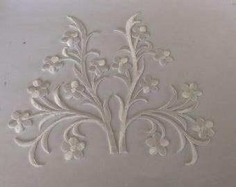 White applique iron 15 * 17 cm