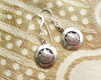 Camino earrings - concha scallop shell in ring, sterling silver