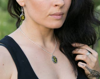Herb barbara earrings Real pressed flower in resin Pressed flower jewelry Dangle earring Resin earrings Terrarium earrings Botanical earring