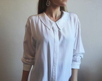 Dreamy Embroidered Blouse // Vintage Soft Button Shirt // Retro White Collared Top // Chelsea Collar