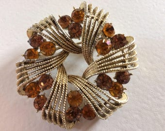 Lovely Vintage Signed Coro Wreath Brooch