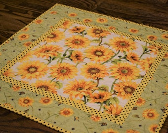 Sunflower Table Topper, Sunflower Table Runner, Yellow Table Topper, Quilted Table Topper, Sunflower Decor, Sunflowers, Table Runner Quilt