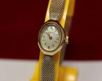 Vintage Caravelle Women's Wrist Watch Mechanical Ladies 17 Jewel
