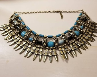 Breathtaking handmade choker. This choker is Native American inspired.