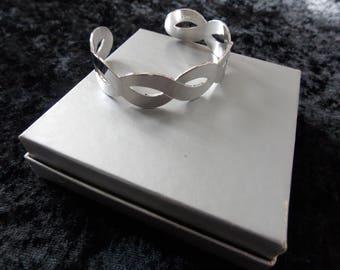 Vintage Sarah Coventry Silver Tone Cuff Bracelet #E20