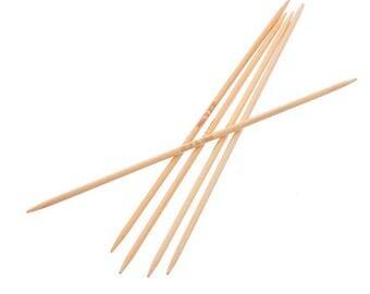 2 pointed bamboo knitting needles