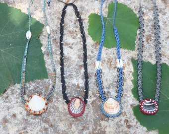 Micromacrame necklaces with seashells