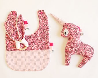 "Small kit ""small flowers"" pink color: Bib + Unicorn + Rattle"