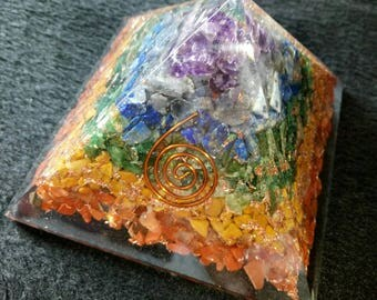 Seven Chakras Red Jasper-Carnoline-Yellow Jasper-Green Aventurine-Lapis lazuli-Iolite&Amethyst Stone ORGONE PYRAMID with Pyrite Copper 70MM