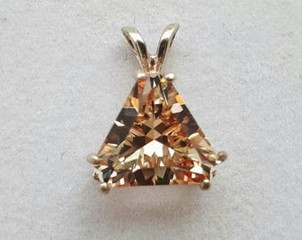 BRILLIANT Oregon Sunstone Pendant, .925