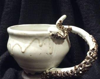 Tentacle Tea Mug~Creamy White