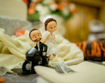 Wedding caketoppers in motocycle