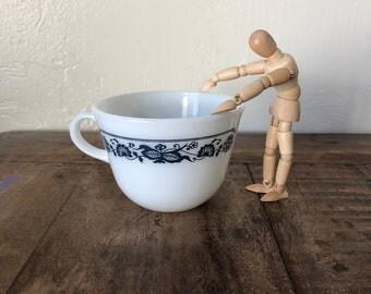 VINTAGE PYREX Old Town Blue Closed Handle Coffee/Tea Cup / Old Town Blue Pyrex / Corelle / Corning / Milkglass / Vintage Tea Cup