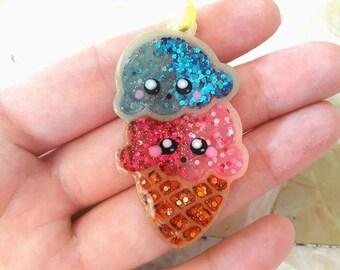 Kawaii ice cream resin necklace with Uv Resin and Uv gels with Glitter. Cordina Rainbow. HANDMADE