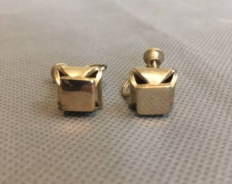 Vintage women's clip on earrings gold colored box design gold colored metal