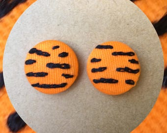 Reow - hand embroidered earring studs