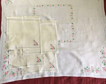 Vintage Embroidered Table Cloth and 4 Napkins